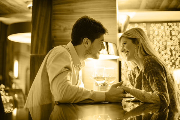 When To Kiss A Woman Eye Contact Signal